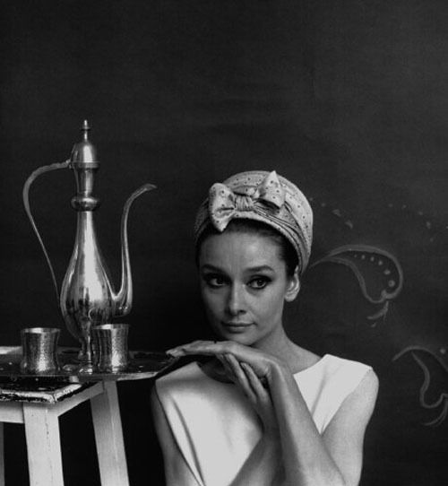 https://coffeeaddictgreta.files.wordpress.com/2012/08/audrey-hepburn-beautiful-black-and-white-cute-girl-gorgeous-favim-com-76949.jpg