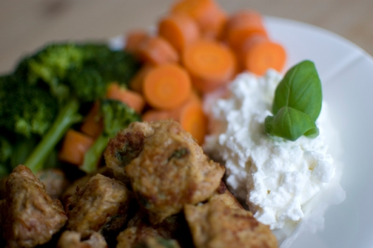 Carrots, broccoli, cottage cheese and homemade meatballs of chicken, eggs, and various spices pofiber.